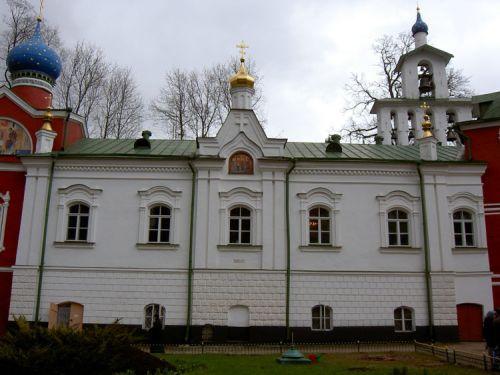 18-янв-Сретенский храм Псково-Печерского монастыря.jpg